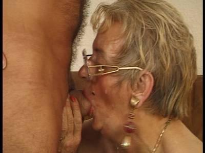 Blonde Milf Mit Riesigen Titten Wird Wie Hure Genagelt